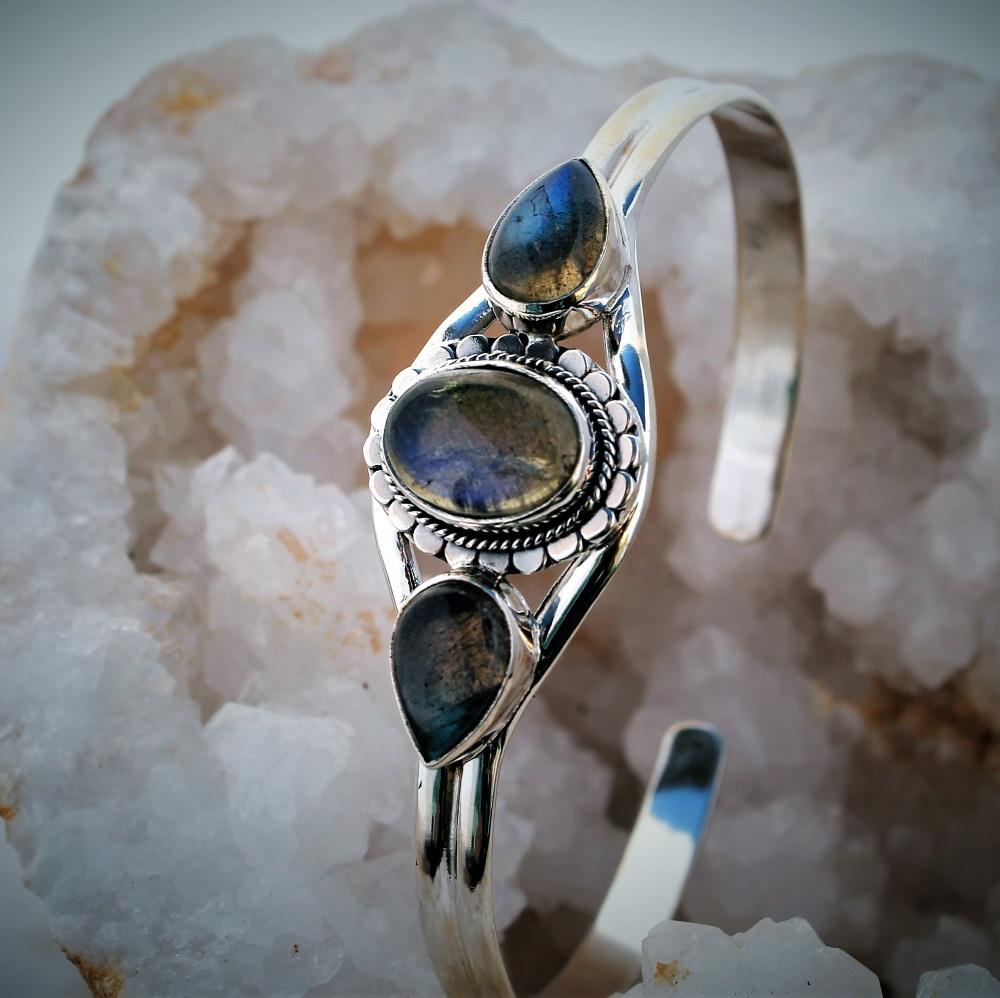 bracelet bijoux pierres fines