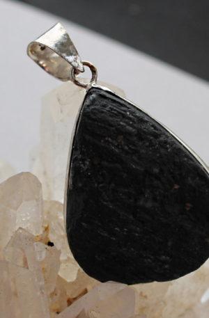 pendentif en tourmaline noire bijoux gemmes bijoux céltiques